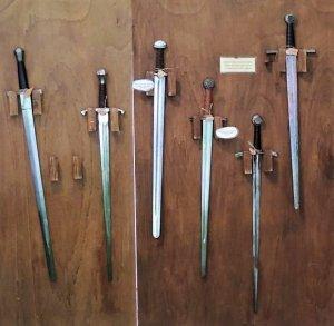Schaukampfschwerter